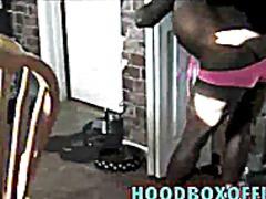 Ознаке: iz ugla kamere, crnkinje, kamerica, skrivena kamera.