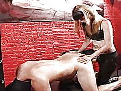 Etiquetes: dominació-submissió, làtex, dona amb consolador cinturó, dones dominades.
