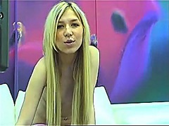 Cute blond livecam hotty.